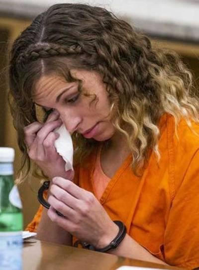 نو عمر شاگرد سے جنسی تعلقات 28 سالہ امریکی ٹیچر کو 20 برس قید