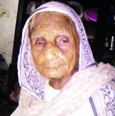 پاکستان کے راستے میں بچوں خواتین کی برہنہ نعشیں دیکھیں، عمر بی بی