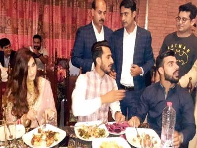 حسن علی کی دبئی میں دعوت ولیمہ 'عزیز و اقارب کی شرکت' دلہن کی منہ دکھائی