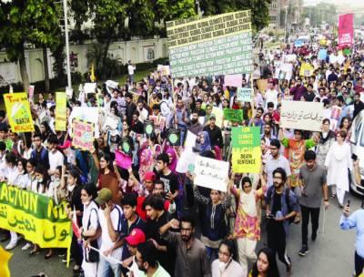 ''ماحول بہتر بنایا، گلوبل وارمنگ روکی جائے'' پاکستان سمیت 150 ممالک میں مظاہرے، ریلیاں