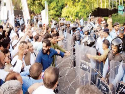 تاجروں کا اسلام آباد میں دوبارہ دھرنا، پولیس سے جھڑپیں، 28 اکتوبر سے دو روزہ ملک گیر ہڑتال کا اعلان