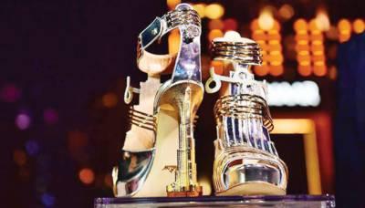 دبئی : 30 قیراط ہیروں سے سجی اور سونے سے بنی دنیا کی مہنگی ترین سینڈل نمائش کیلئے پیش
