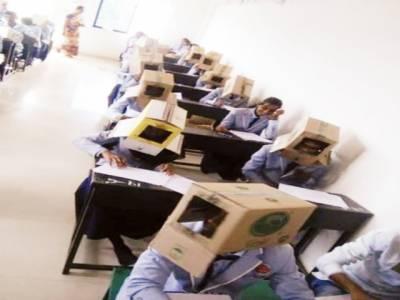 سوری غلطی ہو گئی، بھارتی سکول انتظامیہ نے امتحان میں طلباء کو کارڈ بورڈ بکس پہنانے پر معافی مانگ لی
