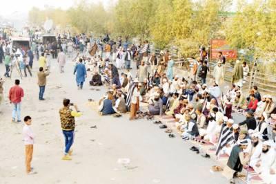 شاہدرہ میں بھی جے یو آئی کا احتجاج ، جی ٹی روڈ بند، پلان بی سے متعلق فیصلہ آج کرینگے: فضل الرحمن
