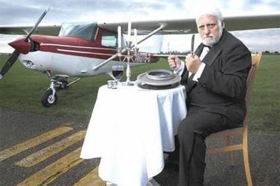 ایک ہوائی جہاز سمیت 9 ٹن دھاتیں کھانے والا فرانسیسی شخص