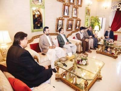 پیر پگارا سے ملاقات، سندھ کے عوام کے حق کیلئے بھرپور ساتھ دوں گا: عمران اسمائیل