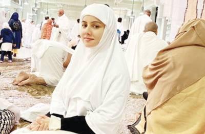 دنیا میں خانہ کعبہ سے خوبصورت کچھ نہیں: رابی پیر زادہ، عمرہ ادا کر لیا