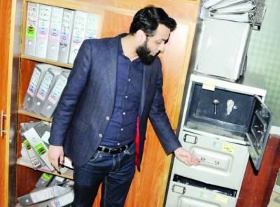 شریف فیملی کے دفاتر پر نیب چھاپے، کمپیوٹر، لیپ ٹاپ، اہم ریکارڈ تحویل میں لے لیا