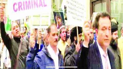 لندن: برطانوی' امریکی نشریاتی اداروں کے سامنے مظاہرہ' آزادی کشمیر کے نعرے