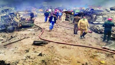 لاہور: ایل پی جی ٹینکر الٹ گیا، دھماکہ، خوفناک آتشزدگی، وارڈن سمیت 10 زخمی