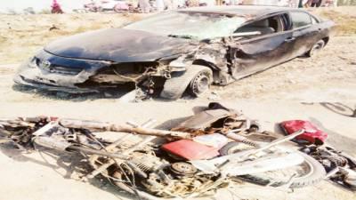 فاروق آباد: کار کی ٹکر، موٹرسائیکل سوار میاں بیوی 2 بیٹیاں جاں بحق