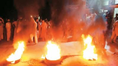 ننکانہ' پولیس کا مقدمہ قتل کے ملزم پر شدید تشدد' ورثاء نے تھانے کے شیشے توڑ دیئے