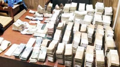 نیب کا سابق ایکسائز انسپکٹر کے گھر چھاپہ، 33 کروڑ روپے، پرائز بانڈ برآمد، گرفتار کر لیا