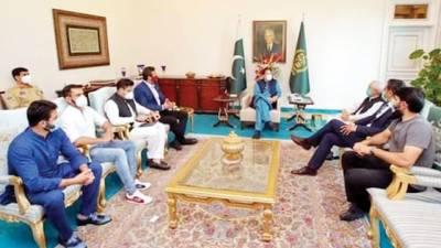 کرکٹ کا ڈھانچہ درست کرلیں تو پاکستان ناقابل شکست ہوجائیگا: عمران خان