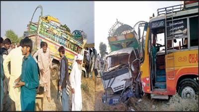 تیز رفتار بس اور منی ٹرک میں ٹکر' 4 افراد زخمی