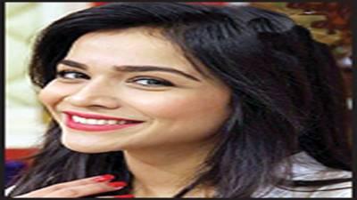 پاکستانی فلموں کا معیار بہتر بنانے کیلئے ہالی ووڈ کی خدمات حاصل کی جائیں، حمائمہ ملک