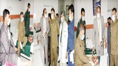کمشنر گوجر انوالہ' آر پی او کی ہسپتال میں زخمی اہلکاروں کی عیادت