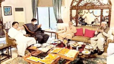 وزیر اعلیٰ بلوچستان کی پیرپگارا سے ملاقات، والدہ کے انتقال پر تعزیت